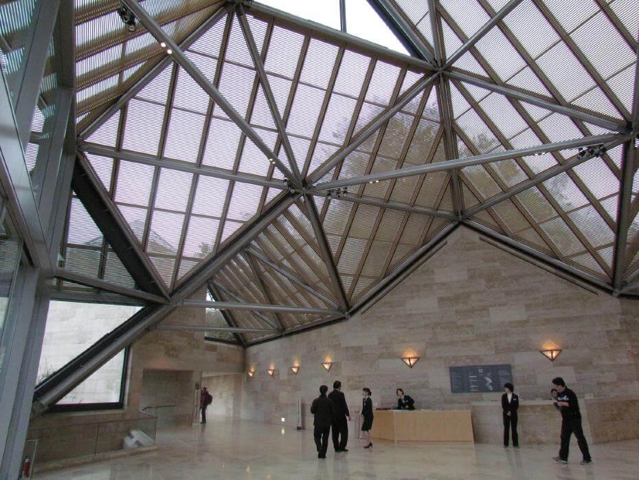 日本美秀(MIHO)美術館由普利茲克獎得主、現代主義建築的最後大師貝聿銘設計©IMBiblio 。圖/取自flickr。