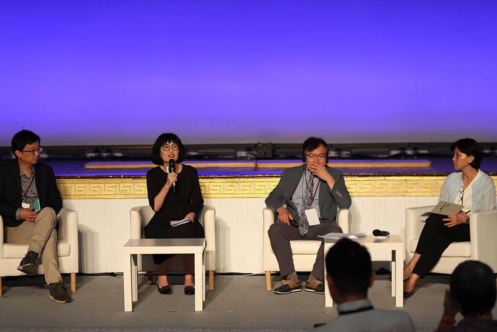 「朝向文化機構的未來」講座與談貴賓(左起為)張鐵志、林平、方宣圭、賴香伶。圖/非池中藝術網攝。