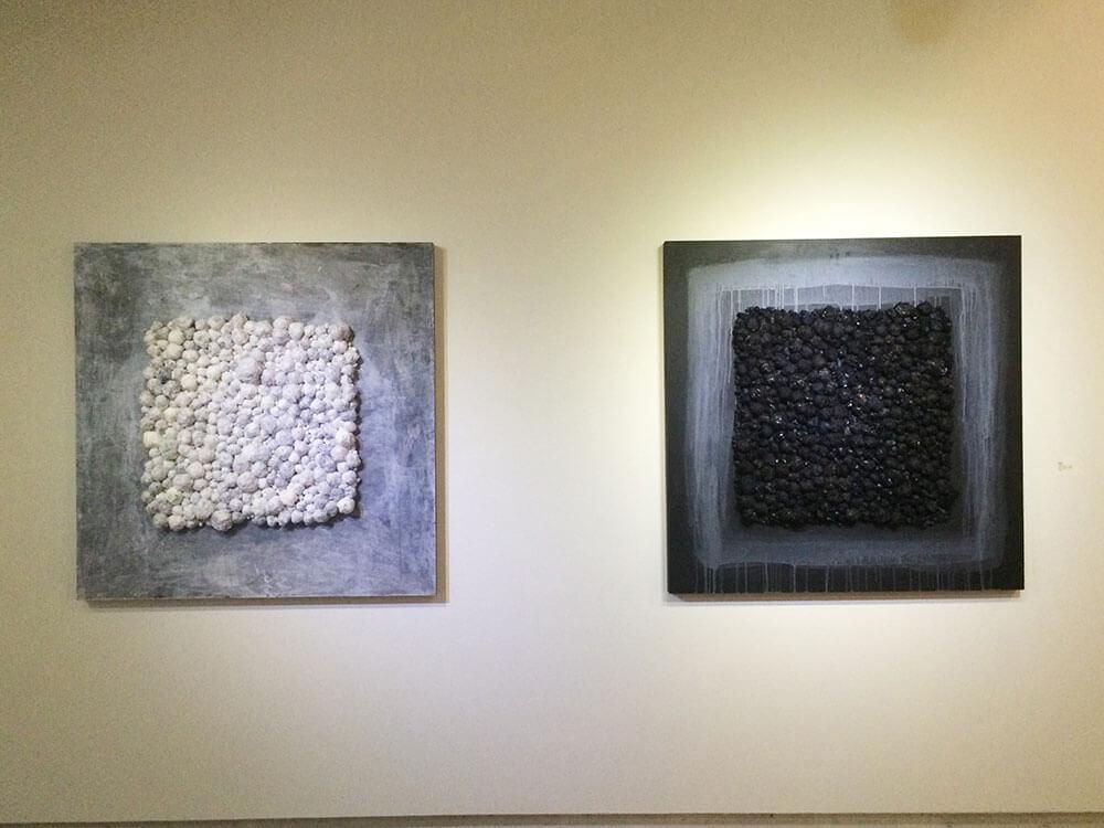 《寄生/Parasitic》,現成物、線材、壓克力顏料、無酸樹脂,120 x 120 x 5cm,2017。圖/劉鳳鴒提供。