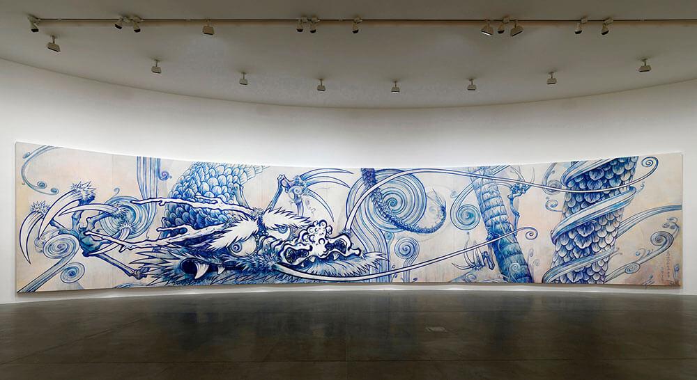 村上隆,《雲中之龍——靛藍》,壓克力、畫布、木板,363 x 1800 公分,2010年,© 2010 Takashi Murakami/Kaikai Kiki Co., Ltd. All Rights Reserved. 圖/Photo: Matteo Piazza,Courtesy Gagosian.