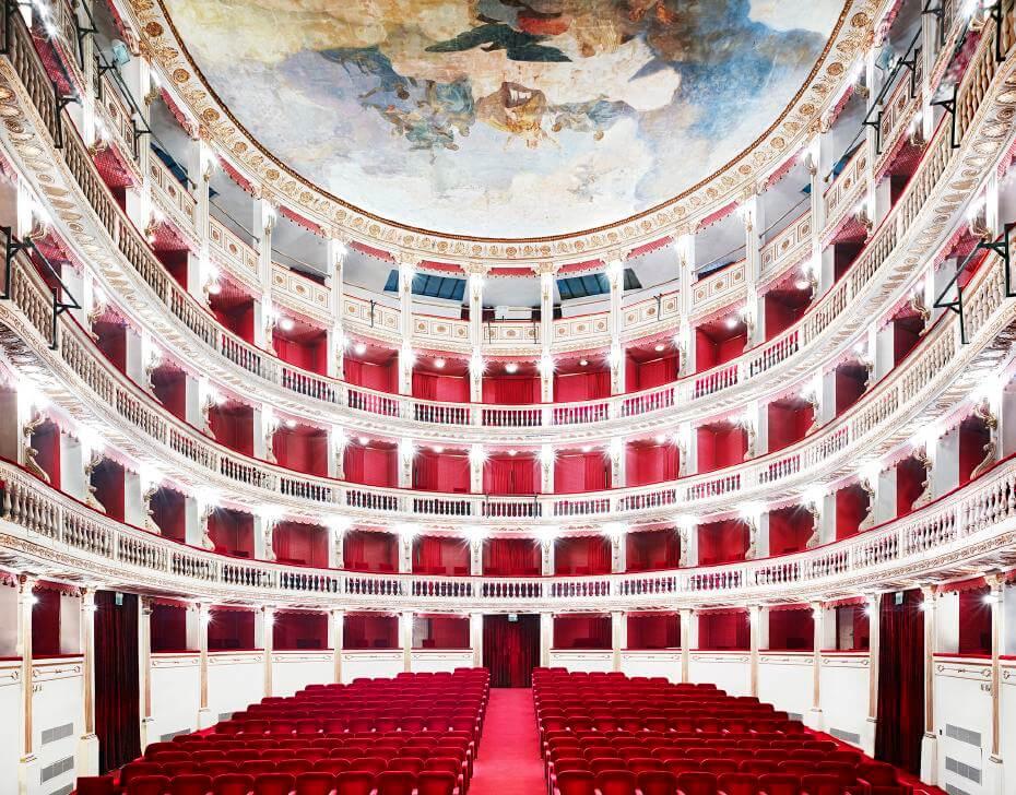 Candida Höfer,《Teatro Mercandante Napoli I》,噴墨輸出, 2009。