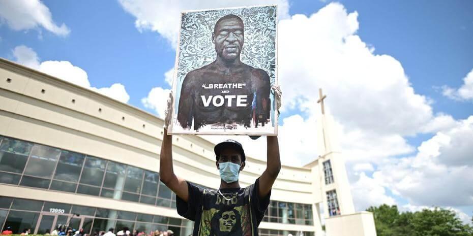 策展人對於社會運動的因應方式:美國博物館開始梳理抗爭者的圖像與標語